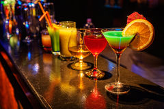 Cocktail alla barra Immagini Stock