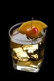 Cocktail antiquado em um fundo preto Foto de Stock Royalty Free