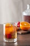 Cocktail antiquato classico su una tavola di legno Fotografia Stock Libera da Diritti