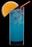 Cocktail arancione blu sul nero Fotografie Stock Libere da Diritti