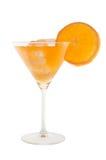 Cocktail arancione con la fetta di cubi di ghiaccio e dell'arancio Fotografie Stock