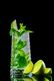 Cocktail auf einem schwarzen Hintergrund Stockbilder