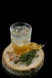Cocktail auf einem schwarzen Hintergrund Stockfoto