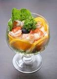 Cocktail avec des crevettes roses Photos stock