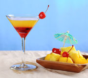 Cocktail avec des fruits Images stock