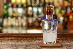 Cocktail avec la tequila et le jus de citron Photo stock