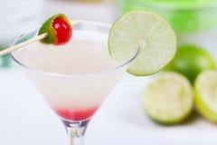 Cocktail avec le jus de limette Photos stock
