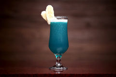 Cocktail azul com banana Fotos de Stock