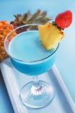 Cocktail azul de Curaçau imagens de stock royalty free