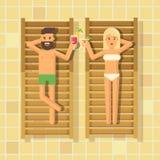 Cocktail beventi della donna e dell'uomo in chaise longue al poolside royalty illustrazione gratis