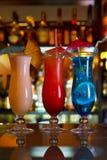 Cocktail-blaue Lagune, Pina Colada und Sonnenaufgang Stockfotos
