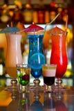 Cocktail-blaue Lagune, Pina Colada und Sonnenaufgang Lizenzfreie Stockfotos
