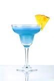Cocktail bleu d'alcool avec l'ananas Photographie stock libre de droits
