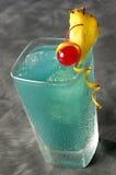 Cocktail bleu du Curaçao Photo stock
