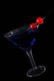 Cocktail blu sul nero fotografie stock libere da diritti