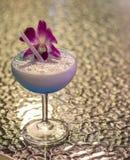 Cocktail blu in vetro Immagini Stock Libere da Diritti