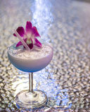 Cocktail blu in vetro Immagini Stock