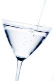 Cocktail branco com reflexões azuis foto de stock royalty free
