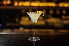 Cocktail branco delicioso da senhora decorado com entusiasmo alaranjado fotos de stock royalty free