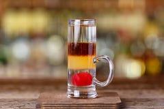 Cocktail Chekhov baseado na gim e no rosso de martini fotografia de stock royalty free