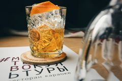 Cocktail classico antiquato in di cristallo Fotografia Stock Libera da Diritti