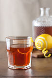 Cocktail classico del sazerac sulla tavola di legno Fotografia Stock Libera da Diritti