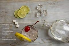 Cocktail classique de bride de Singapour décomposé et recette photo stock