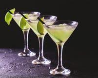 Cocktail classique de daiquiri avec la chaux, la glace et la menthe Photo stock