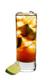 Cocktail - cognac con calce Fotografie Stock Libere da Diritti