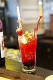 Cocktail com frutos e bagas Foto de Stock