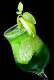 Cocktail com o close up do cal e da hortelã Fotos de Stock Royalty Free