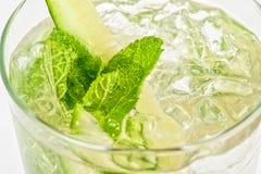 Cocktail com pepino foto de stock