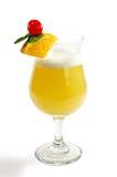 Cocktail com um limão e uma cereja Fotos de Stock