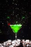 Cocktail com um pulverizador Imagens de Stock
