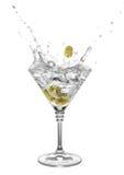 Cocktail con martini ed olive Fotografie Stock Libere da Diritti