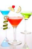 Cocktail cosmopolitas coloridos Imagens de Stock