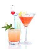 Cocktail cosmopolite d'alcool rouge de trois cocktails Photo libre de droits