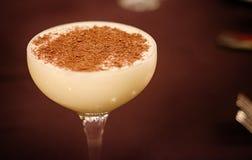 Cocktail crémeux avec des coups de racloir de chocolat Image libre de droits