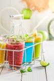 Cocktail d'été avec du yaourt fruité photo libre de droits