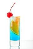 Cocktail d'alcool avec le Curaçao bleu, orange et mars Photographie stock