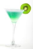Cocktail d'alcool avec le kiwi en glace de martini Photographie stock libre de droits