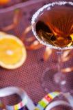 Cocktail d'or en glace de martini Photographie stock libre de droits