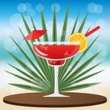 Cocktail da morango do cocktail de Margarita na bandeja clássica de madeira ilustração royalty free