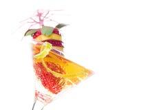Cocktail da morango e vidro de licor do uísque Imagem de Stock