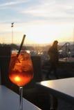 Cocktail in de avond dichtbij meer Genève Genève, Zwitserland Stock Afbeelding