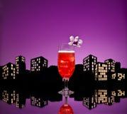 Cocktail de bride de Singapour de métropole dans l'arrangement d'horizon de ville image libre de droits