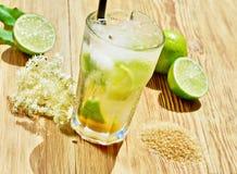 Cocktail de Caipirinha com açúcar mascavado foto de stock