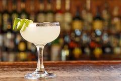 Cocktail de daiquiri avec le jus de rhum et de limette Photos stock