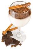 Cocktail de lait avec du chocolat et l'épice Photo stock