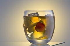 Cocktail de Manhattan ou de Rob Roy sur les roches photo stock